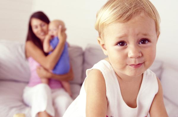 Πώς να αντιμετωπίσουμε την ζήλεια του πρωτότοκου παιδιού;