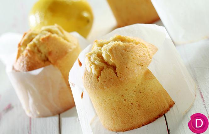 Κέικ λεμονιού υγρό, με κουκουνάρια